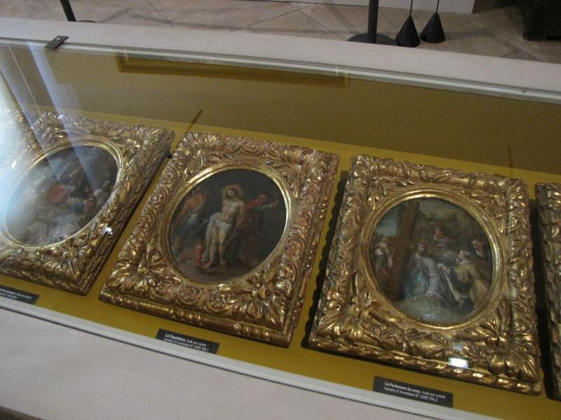 tableaux, cadres : Flagellation (la), Portement de croix (le), Jésus parmi les docteurs, vue générale