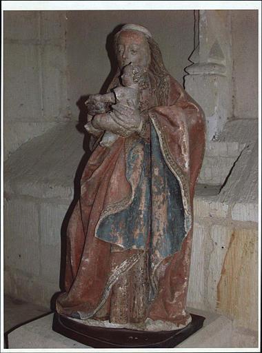 Statue : Vierge à l'Enfant ; vue de profil