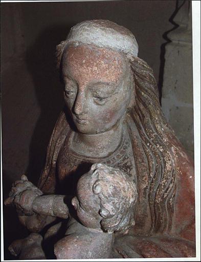 Statue : Vierge à l'Enfant ; détail du visage de la Vierge et de la tête de l'Enfant
