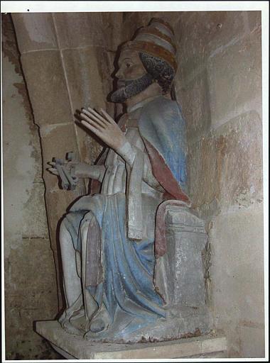 Statue : saint Pierre, de profil