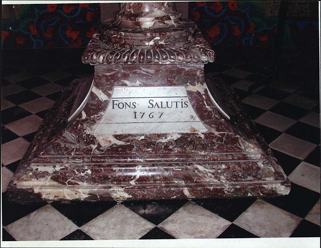 Fonts baptismaux, détail de l'inscription FONS SALUTIS 1767