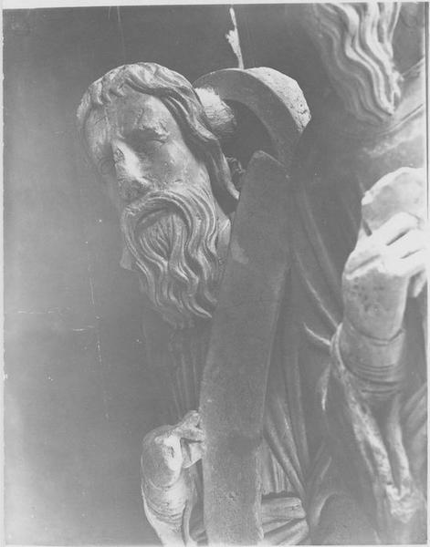 Statue: apôtre, détail