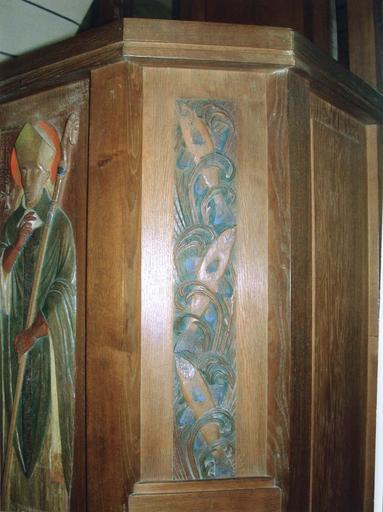 Chaire à prêcher, détail bas-relief polychrome figurant des poissons