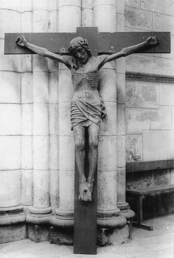 Statue : Christ en croix, bois, 15e siècle