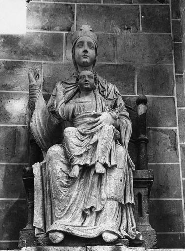 Statue : Vierge et l'Enfant, pierre, 12e siècle