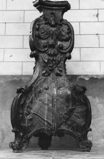pied de lutrin, bois sculpté, 18e siècle