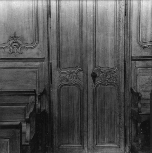 Lambris de revêtement, détail d'une porte à deux vantaux