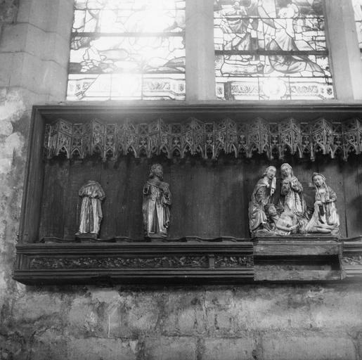 Retable : Vierge de Pitié et les apôtres, partie gauche, bois peint et doré