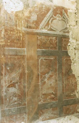 Lambris de revêtement, à droite de l'autel