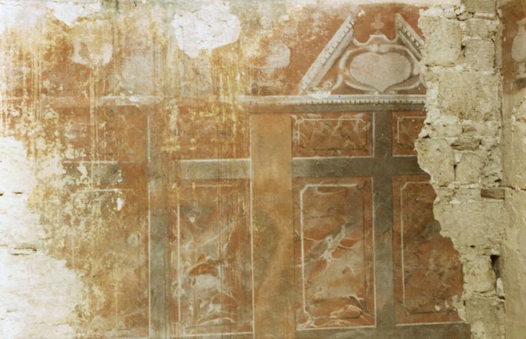 Décor de faux-marbre dans le choeur sous les lambris