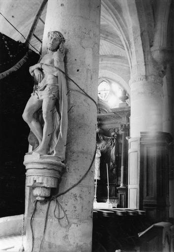 Statue : Le Christ au pilori  ou Ecce Homo et son support, maintenus par un cable