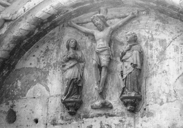 Haut-relief : La Crucifixion, pierre, 16e siècle