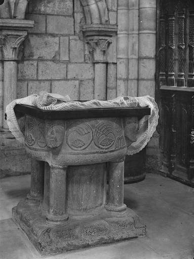 fonts baptismaux, pierre, 12e siècle