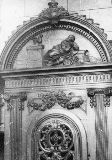Confessional, bois, fin 18e siècle, motif sculpté : saint Pierre et le coq