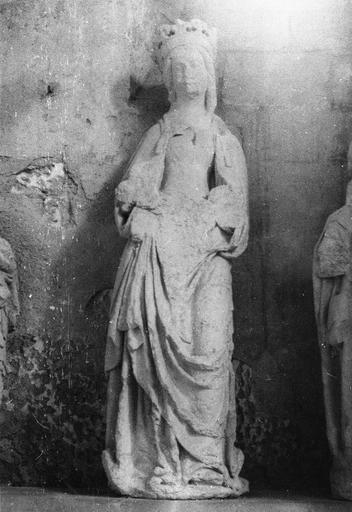 Statue : Vierge, pierre, fin 15e siècle