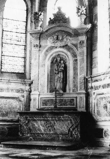 autel latéral et statue : saint Joseph et l'Enfant