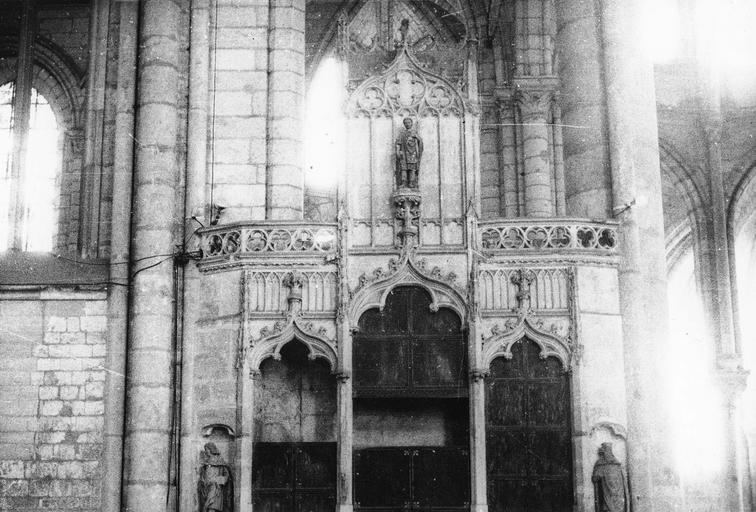 Armoire de chapitre, pierre et bois, 15e siècle