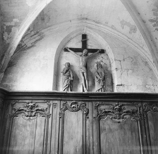 Groupe sculpté : Christ en croix entre la Vierge et saint Jean ou Calvaire