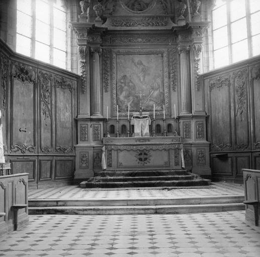 Autel, retable (maître-autel) et boiseries du choeur