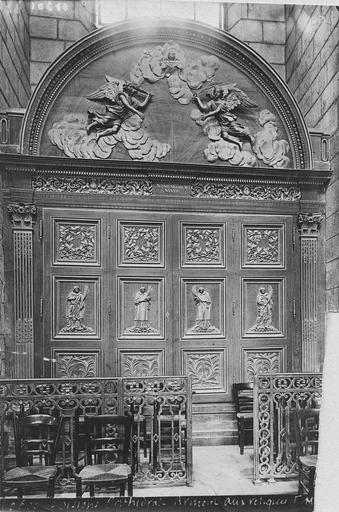 armoire aux reliques