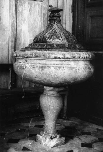 Fonts baptismaux, couvercle des fonts baptismaux, marbre, 18e siècle