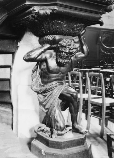 Chaire à prêcher, détail de l'atlante supportant l'embon, bois sculpté, époque Louis XIV