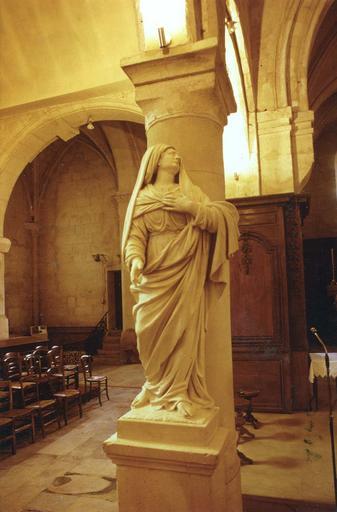 Statue : Vierge, provenant de la chartreuse de Bourgfontaine, pierre, 18e siècle