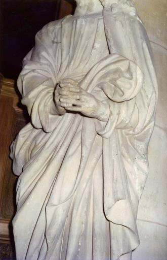 Statue : saint Jean, pierre, provenant de la chartreuse de Bourgfontaine