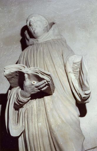 Statue : saint-Bruno, pierre, provenant de la chartreuse de Bourgfontaine