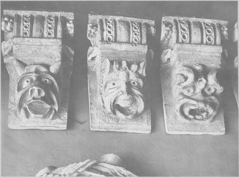 Collection lapidaire de 410 fragments de sculpture et d'architecture numérotés de 1 à 410.