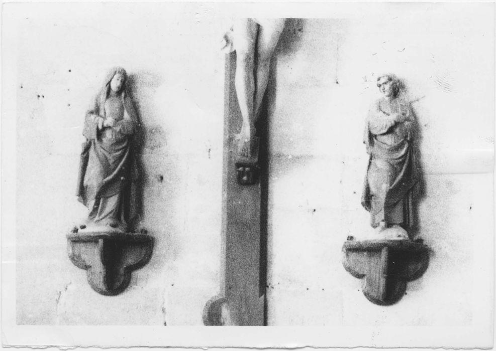 Deux statues représentant la Vierge et Saint Jean