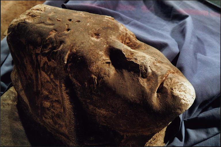 Statue : gisant dit de saint Odilon, détail