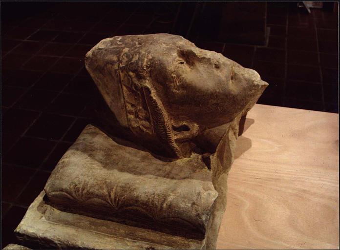 Statue : gisant dit de saint Odilon