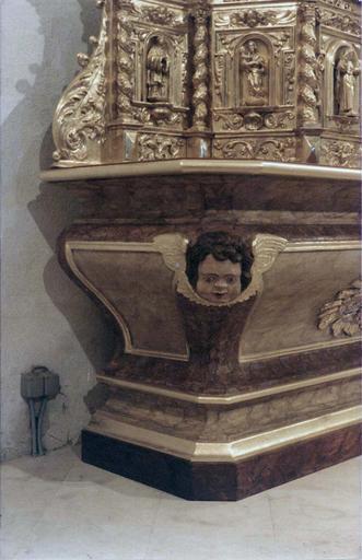 Tabernacle et exposition, bois doré, 17e-18e siècle, détail d'une tête d'ange qui orne un angle
