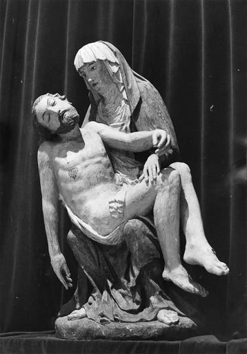 Groupe sculpté : Vierge de Pitié, bois, 17e siècle, vue de face, après restauration