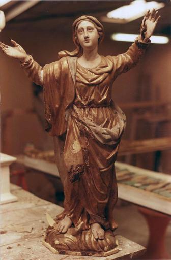 Statue : Vierge de l'Assomption, bois doré, 18e siècle, en cours de restauration