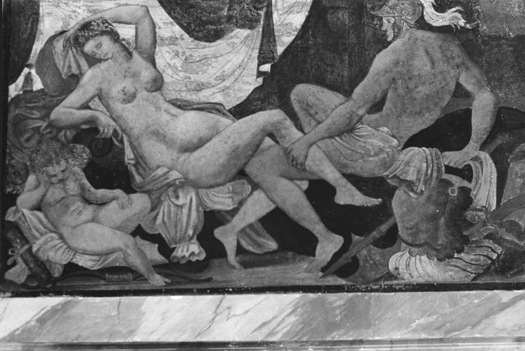Cheminée de la tour sud, peinture murale représentant Mars et Vénus, 16e siècle, après restauration