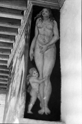 Cheminée du 1er, peinture murale ornant une des faces latérales, Vénus et Cupidon, 16e siècle, après restauration