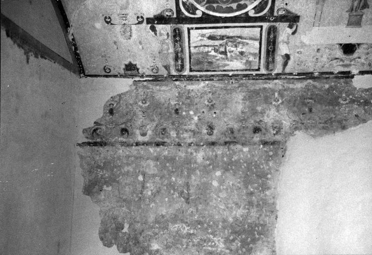 Tour sud la voûte, peinture murale, motifs de rinceaux végétaux et représentations d'allégories et de dieux sur leur char, 16e siècle, après restauration