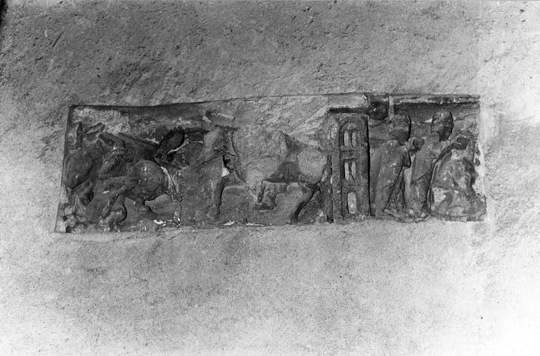 Bas-relief : L' Adoration des mages et La Fuite en Egypte, grès rouge, 13e siècle