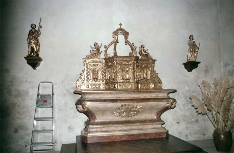 Tabernacle, bois doré, 18e siècle, restauration en 1982, vue d'ensemble avec l'autel