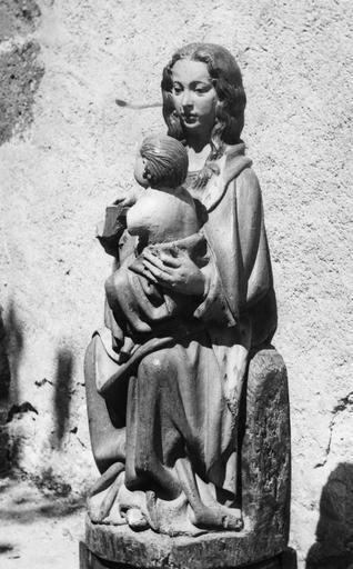 Statue : Vierge à l'oiseau, bois polychrome, 16e siècle, vue par la droite