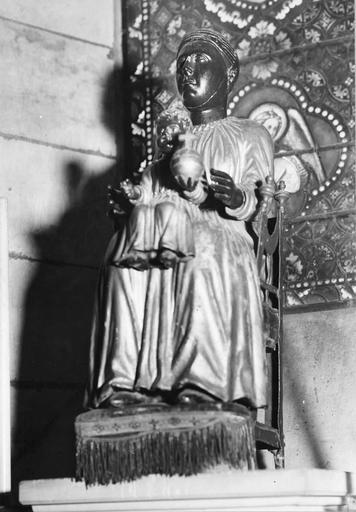 Statue : Vierge à l'Enfant en majesté, bois, 12e siècle, et son fauteuil en fer forgé