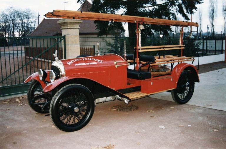 Voiture automobile Rolland-Pilain, type CR, série G, de 1920-1921, transformée en véhicule d'intervention pour le corps des sapeur-pompiers