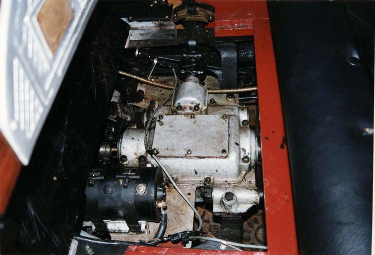 Voiture automobile Rolland-Pilain, type CR, série G, de 1920-1921, transformée en véhicule d'intervention pour le corps des sapeur-pompiers, détail du moteur