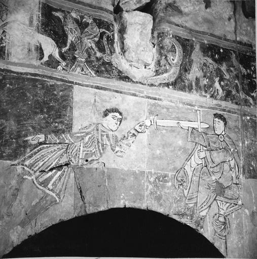Peintures murales, 12e-15e siècles, détail d'un personnage avec une épée et d'un autre assis face à lui, avant restauration