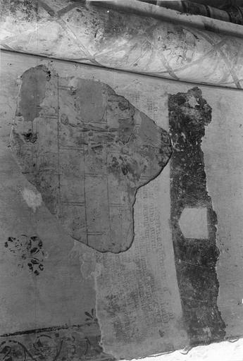 Peinture monumentale, découvertes dans la partie Nord de l'abside, inscriptions très lacunaires