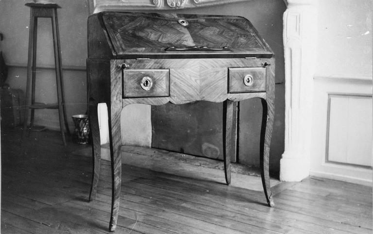 Bureau «dos d'âne» de style Louis XV à deux tiroirs, bois de rose