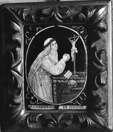 Tableau : Sainte Catherine de Sienne en prière face à un crucifix, émail peint, atelier de Limoges, 18e siècle
