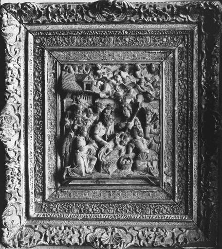 2 bas-reliefs : l'Adoration des bergers, l'Adoration des Mages